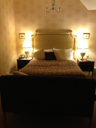 Rushton Hall Hotel and Spa: Cosy room
