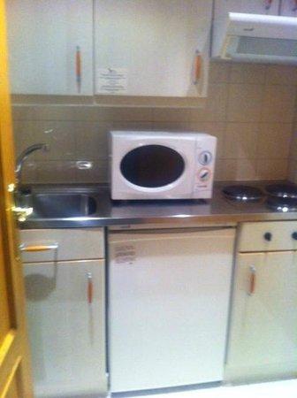 Aparto Suites Muralto: pequeña cocina