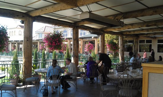 South Coast Winery : Outdoor dining area