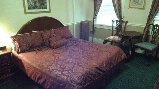 The Cordova Inn: Room on the small side, but comfy