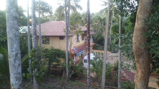 Pappy's Nest: View from Cottage on main resort entrance