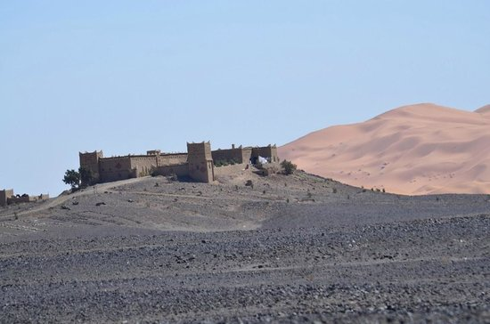 Kasbah Hotel Panorama: View of the hotel from the road