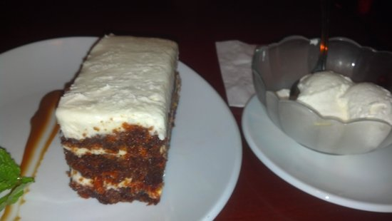 Fleming's Prime Steakhouse & Wine Bar: Decided to indulge in a carrot cake! :)
