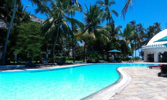 Southern Palms Beach Resort: By the pool