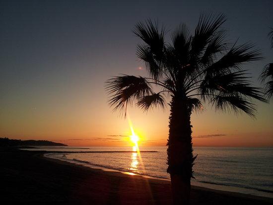 Hotel Tramontana: Amanece en la playa Benicasim