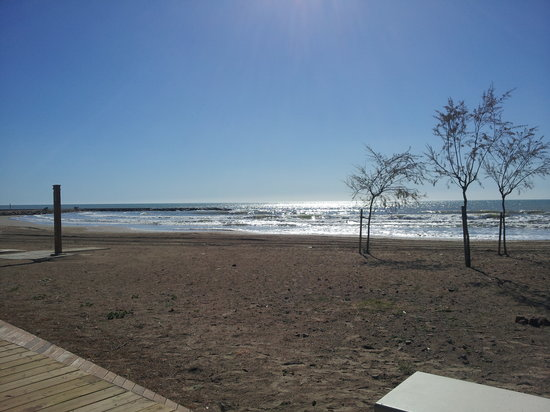 Hotel Tramontana: Playa Torre San Vicent tranquila y limpia