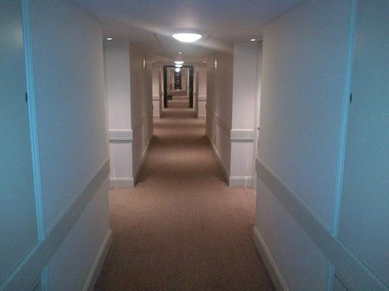 Holiday Inn London Bloomsbury: Corridor