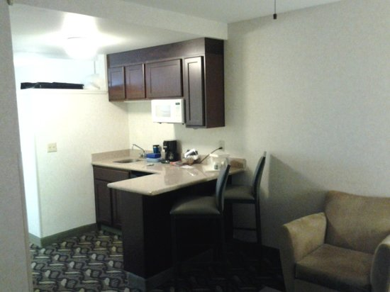 Quality Inn & Suites: Mini Kitchen area
