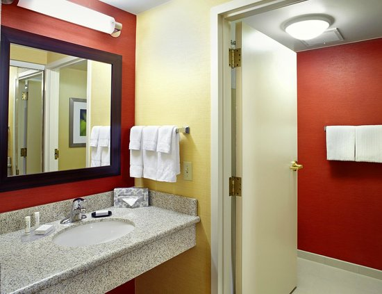 Courtyard Columbus Airport: Guest Bathroom