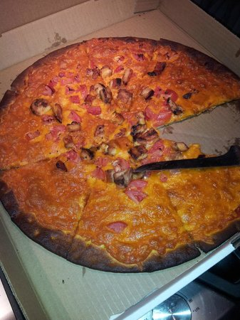 Chelsea's Restaurant and Pub: Wrong type of Pizza and Burnt.