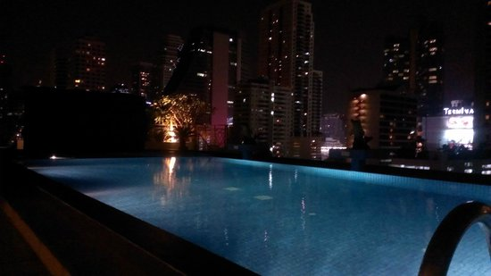 Admiral Premier Bangkok by Compass Hospitality: Roof top pool