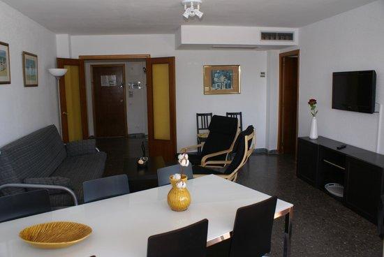 Voralmar-Mas d'en Gran Apartaments: SALON APARTAMENTO SUPERIOR 6/8 ADULTOS