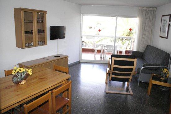 Voralmar-Mas d'en Gran Apartaments: SALON APARTAMENTO 4/6 ADULTOS
