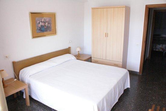 Voralmar-Mas d'en Gran Apartaments : DORMITORIO APARTAMENTO 4/6 ADULTOS
