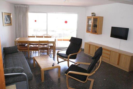 Voralmar-Mas d'en Gran Apartaments: SALON APARTAMENTO 6/8 ADULTOS