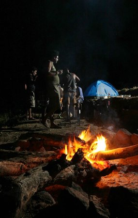 Knuckles Forest Lodge & Camp Site: Camping fire