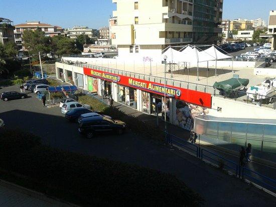 Hotel Nettuno : Blick vom Balkon 2. OG nach links