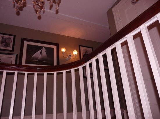 Martin House Inn : looking up the staircase