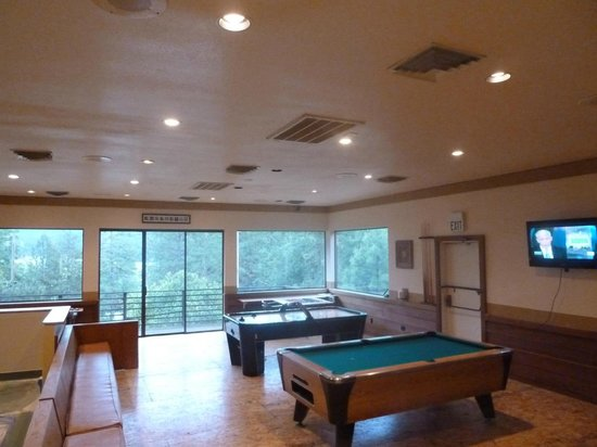 Sugarloaf Cottages : Upper Deck rec room