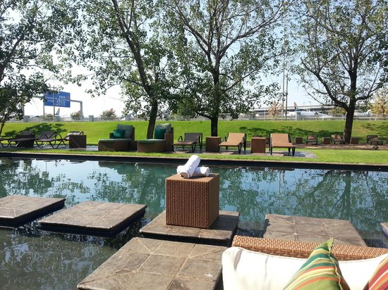 Protea Hotel O.R. Tambo Airport: Pool