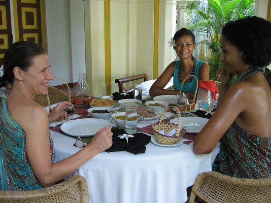 Nooit Gedacht Heritage Hotel: Enjoying rice & curry meals