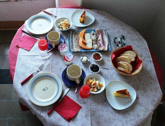 B&B Villa Le Ortensie: Breakfast