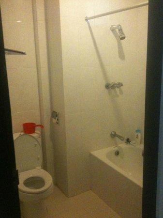 Oranjje Hotel: bath