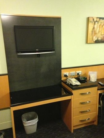 Comfort Inn & Suites Goodearth Perth: Fernseher