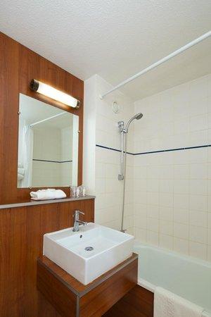 Kyriad Lille Ouest - Lomme : Salle de bains