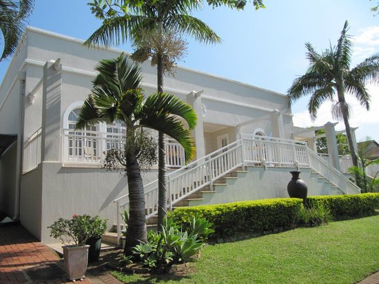 Sandals Guest House: Outside