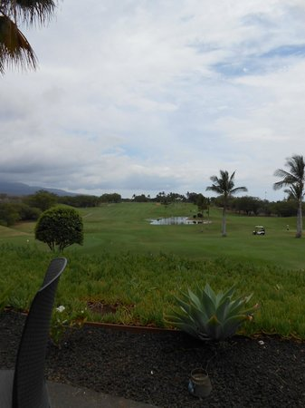 Maui Nui Golf Club: On the lanai looking toward 18 green at Elleair