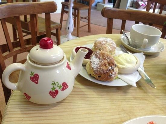 Chessell Pottery Barns: cream tea for one
