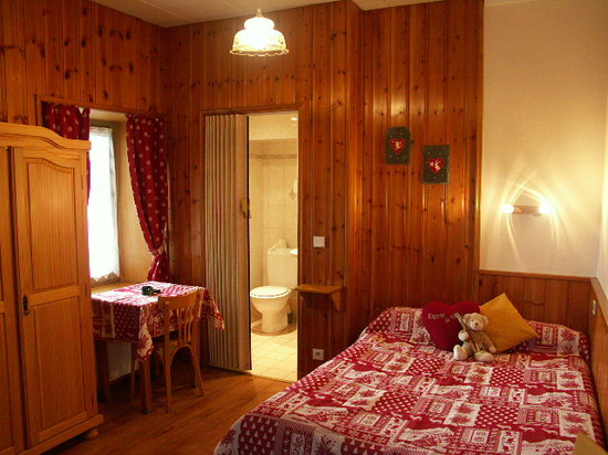 Hotel Restaurant LES GRANITS : Chambre De Style Montagnard