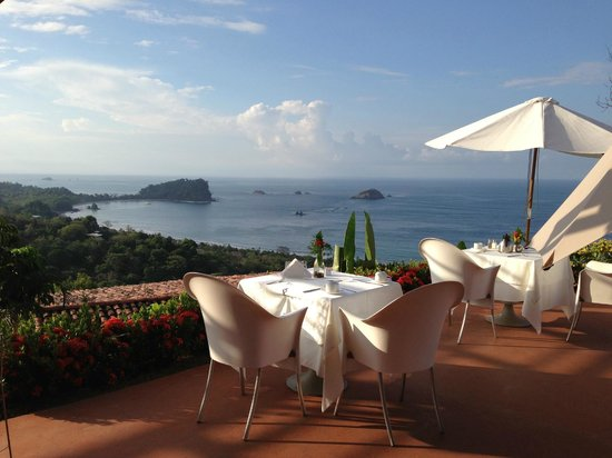 La Mariposa Hotel : Open air dining area--only some of the view you get!