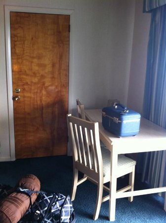 Flagship Hotel Oceanfront: plus adjacent room door