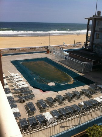Flagship Hotel Oceanfront: Outdoor pool closed for the season