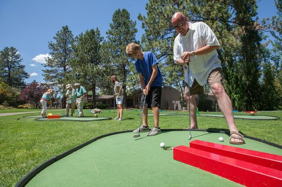 WorldMark Bend - Seventh Mountain Resort: 18 holes of mini golf
