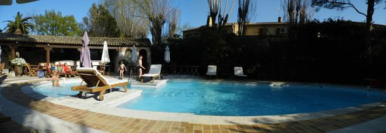 Les Agassins: piscine