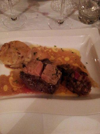 Assiette: le plat filet de boeuf rossini avec ratatouille et gratin de pomme de terre