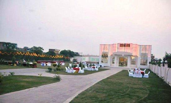City Mahal: Party In Garden