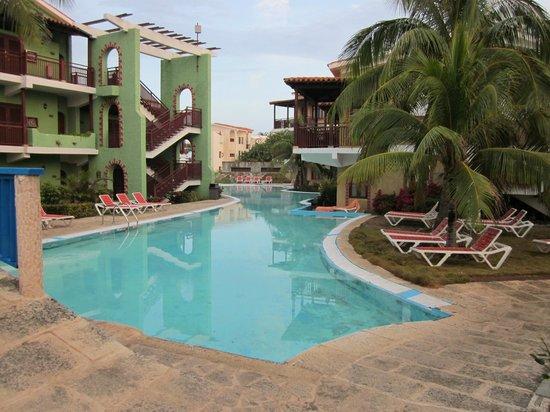 piscine eau sal e picture of hotel colonial cayo coco cayo coco tripadvisor. Black Bedroom Furniture Sets. Home Design Ideas