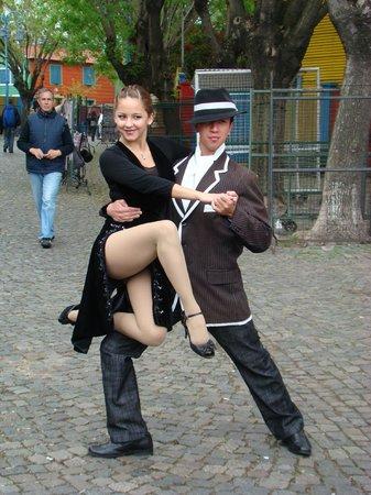 Calle Museo Caminito: bailarines callejeros de tango