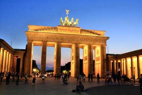 Explore Berlin Tours: Brandenburg gate.