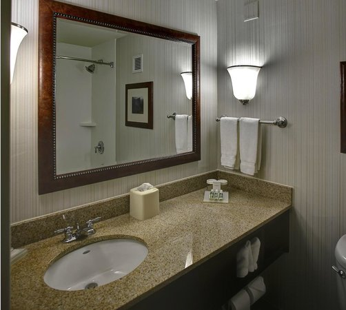 Hilton Garden Inn Boston/Waltham : Updated bathrooms include granite countertops and new finishes.
