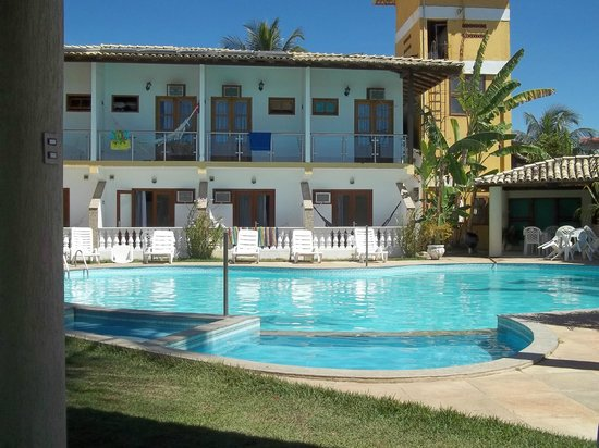 Benkos Praia Hotel: Vista da piscina para os apartamentos