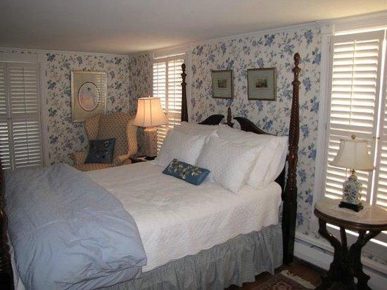 The Cherry Street Inn: 2nd Floor Bedroom