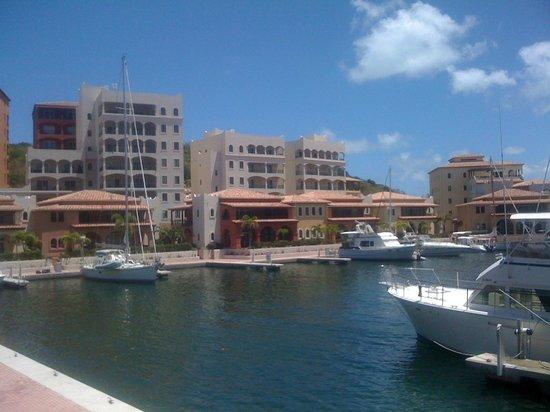 Aux Quatre Vents: la marina Porto Cupecoy