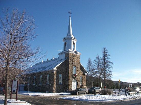 Place de l'Eglise Saint-Edmond-de-Stoneham