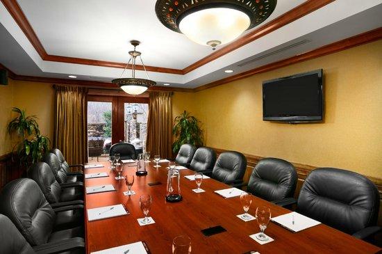 Hampton Inn Madison : Boardroom/seats 12
