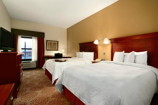 Hampton Inn Madison : Two Queen Beds